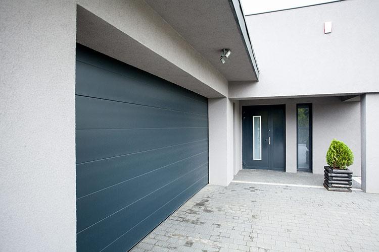Ciepła brama segmentowa i drzwi zewnętrzne