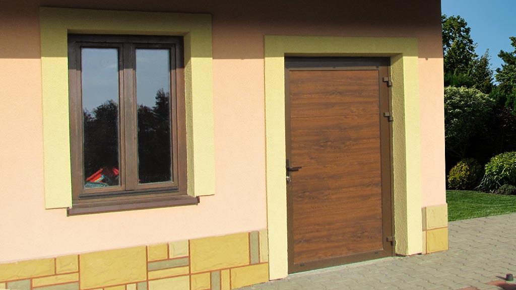 Garażowe drzwi boczne