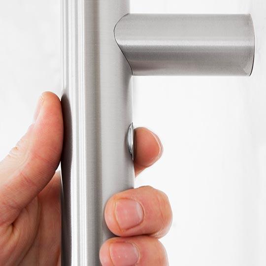 Pochwyt z przyciskiem do drzwi zewnętrznych PVC