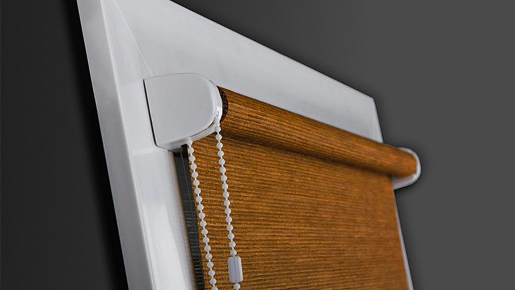 Roleta wewnętrzna montowana do listew przyszybowych