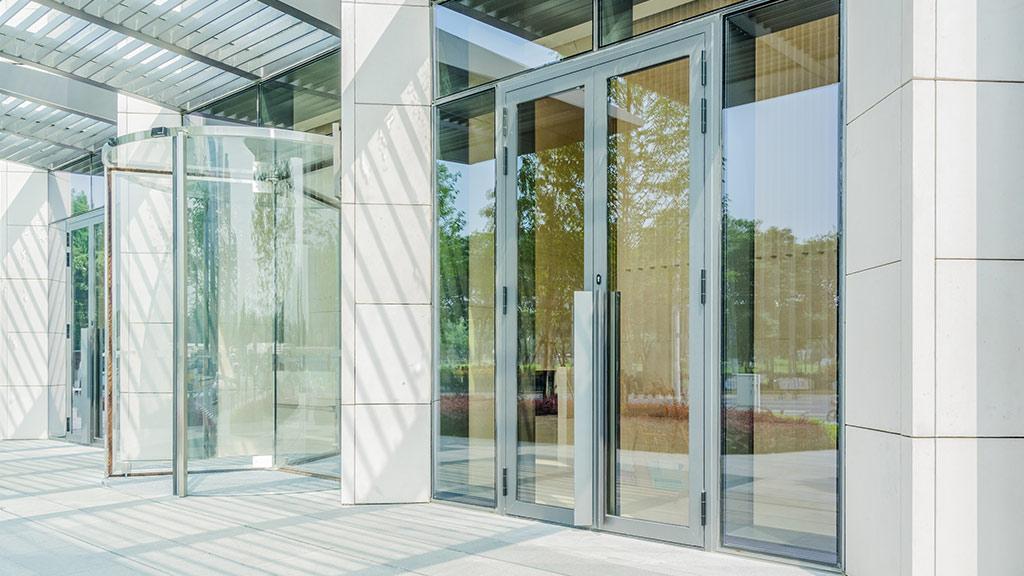 Aluminiowe drzwi dwuskrzydłowe