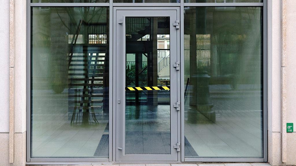 Drzwi aluminiowe do budynków użyteczności publicznej