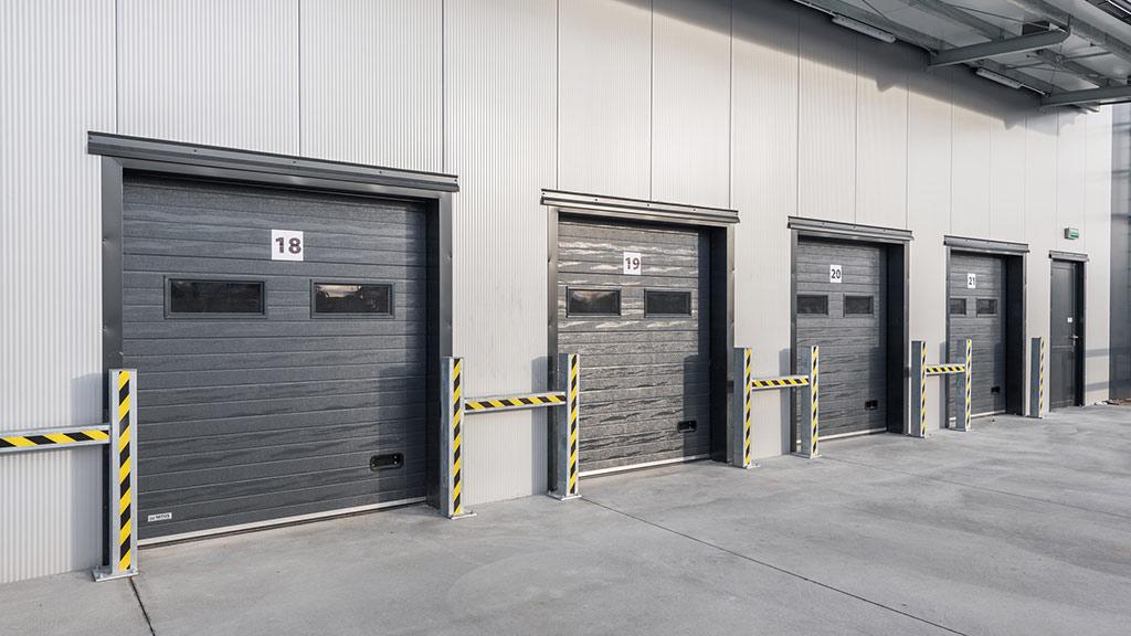 Bramy segmentowe przemysłowe wykorzystywana w logistyce