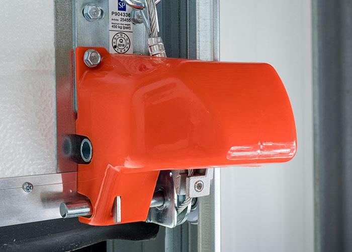 Wyposażenie bramy przemysłowej w zabezpieczenie przed zerwaniem linki