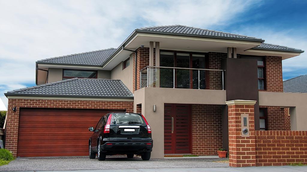 Haus mit Sektionaltor