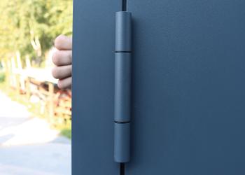 Drzwi aluminiowe wyposażone w zawiasy rolkowe