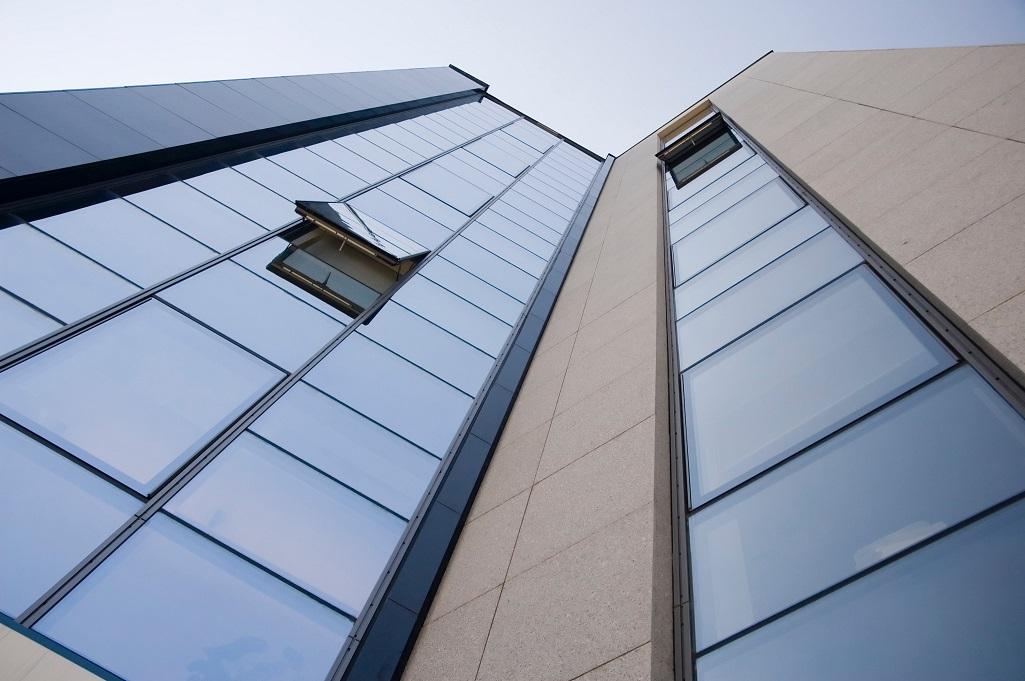 Aluminiumfassaden in einem großen Gebäude