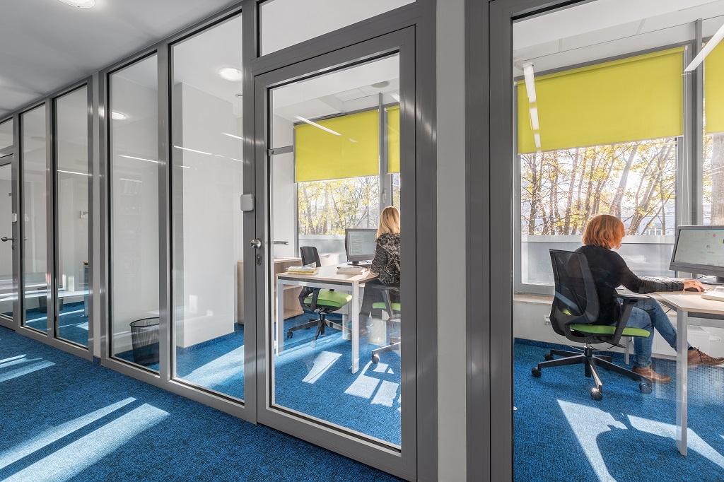 Brandschutztüren und Wände im Büro