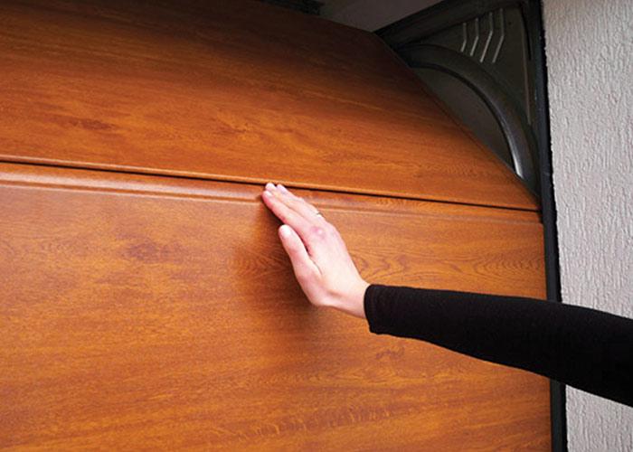 Fingerschutz in einer Schnitttür