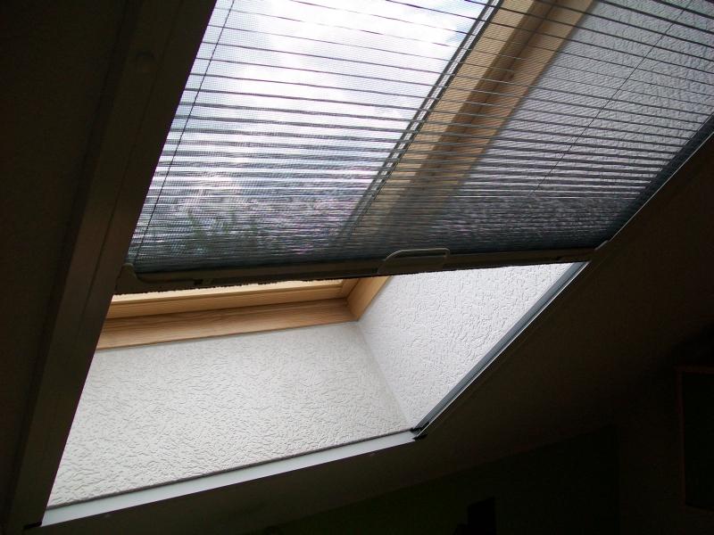 Plissierte Moskitonetze für das Dachfenster