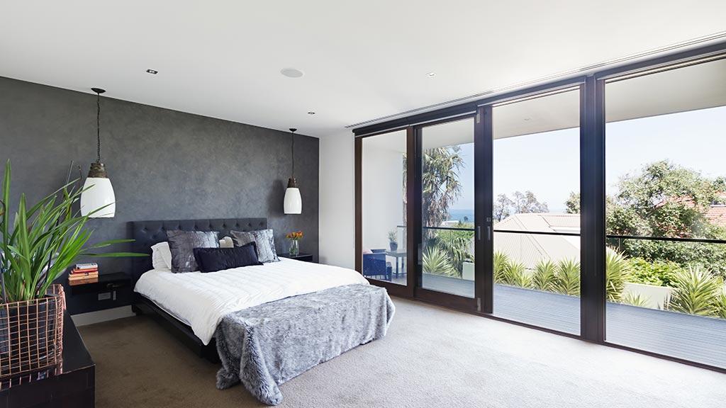 Schiebefenster im Schlafzimmer