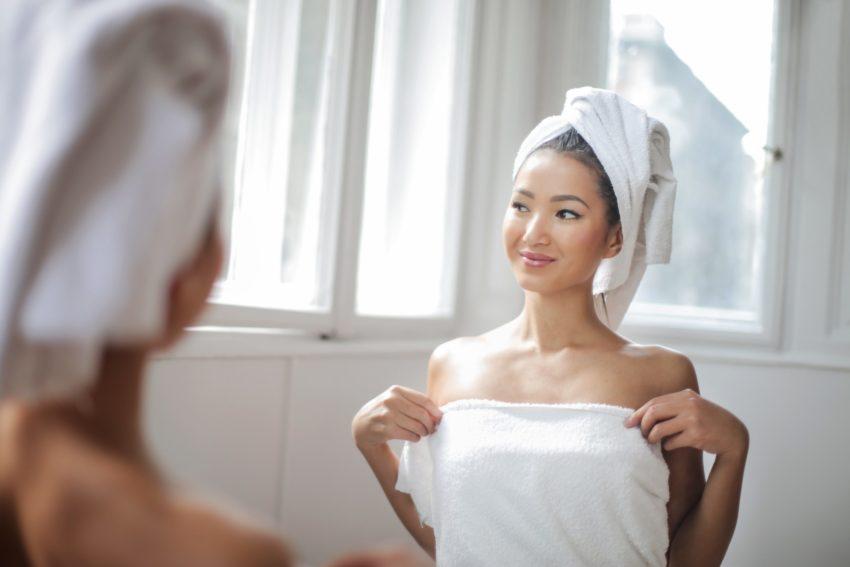Naturalne światło w łazience - lepszy makijaż